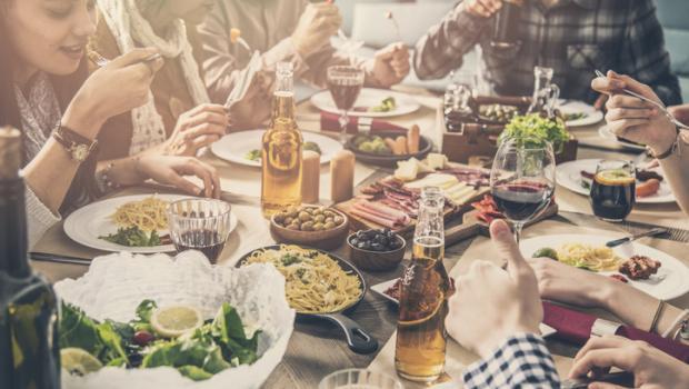 Το 94% των γευμάτων που σερβίρονται στα εστιατόρια περιέχει μεγαλύτερο από τον συνιστώμενο αριθμό θερμίδων