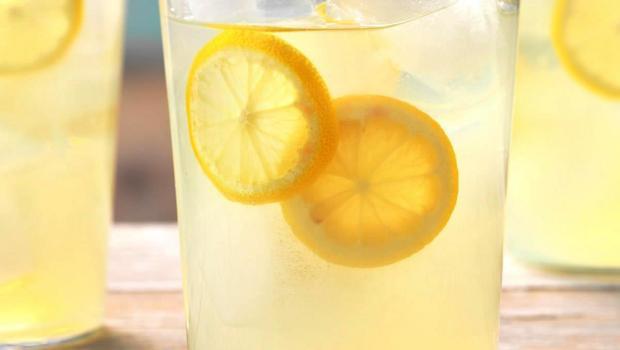Από άλλη εποχή: Σπιτική λεμονάδα της γιαγιάς χωρίς έξτρα ζάχαρη