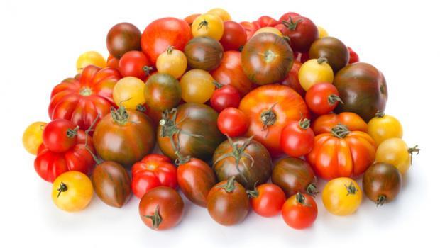 Τα οφέλη για την υγεία από τις ντομάτες ποικίλουν ανάλογα με το χρώμα τους
