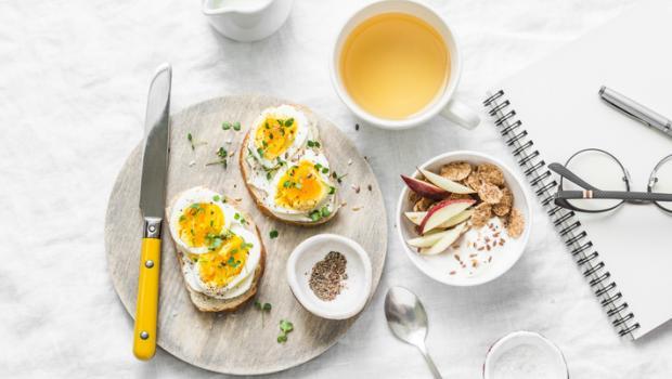 Συνταγή για γερή καρδιά: λιγότερη τηλεόραση, πλούσιο και υγιεινό πρωινό