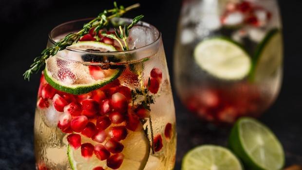 Mojito Ρόδι και 4 ακόμη υπέροχα cocktails για τα βράδια του Αυγούστου!